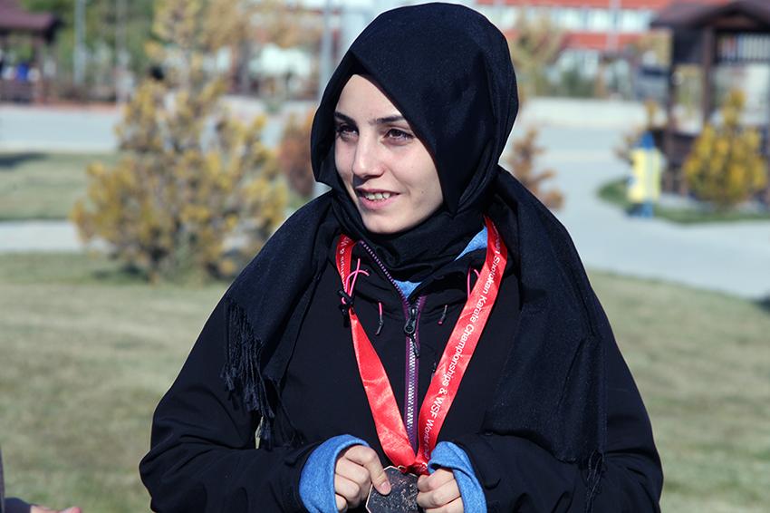 KMÜ'lü Milli Sporcu Tuğçe DEMİŞ